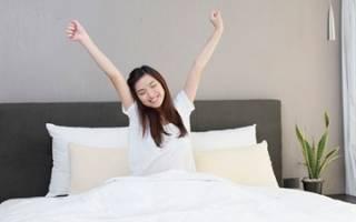 Можно ли ставить кровать изголовьем к окну