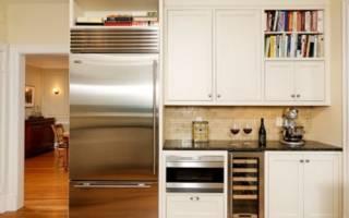 Как замаскировать холодильник на кухне