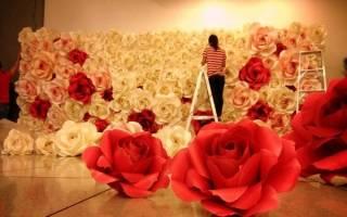 Как прикрепить бумажные цветы к ткани
