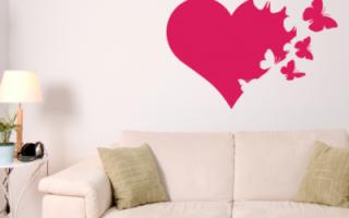 Как красиво украсить стену бабочками
